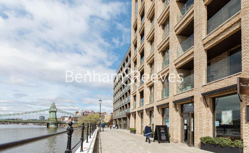 1 bedroom(s) flat to rent in Queens Wharf, Hammermsith, W6-image 12