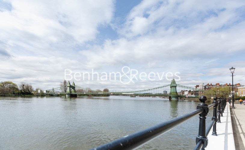 1 bedroom(s) flat to rent in Queens Wharf, Hammermsith, W6-image 15