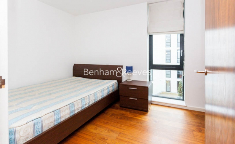 3 bedroom(s) flat to rent in Westland Place, Old Street, N1-image 9