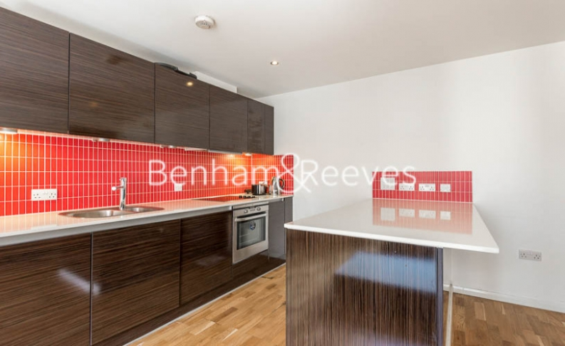 2 bedroom(s) flat to rent in Pegaso Building, Westland Place, N1-image 2