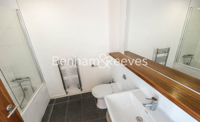 2 bedroom(s) flat to rent in Pegaso Building, Westland Place, N1-image 4