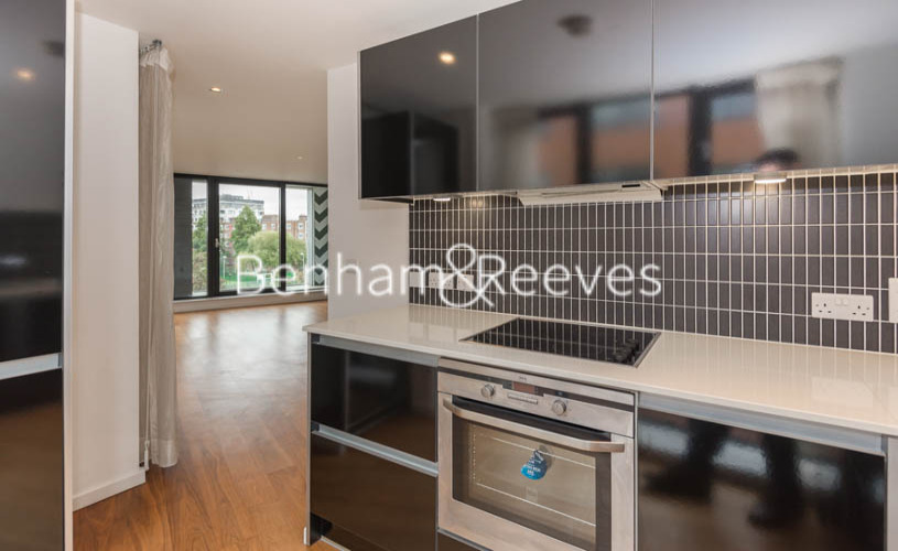 1 bedroom(s) flat to rent in Pegaso Building, Westland Place, Hoxton, N1-image 2