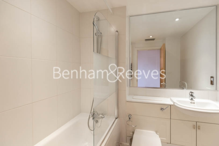 1 bedroom(s) flat to rent in Londinium Tower, Mansell Street, Tower Hill, E1-image 4