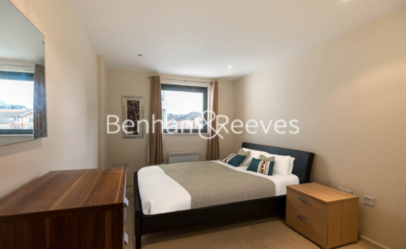 2 bedroom(s) flat to rent in Cable Street, Shadwell, E1W-image 3