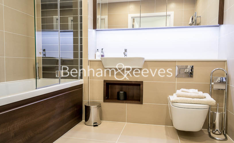 1 bedroom(s) flat to rent in Altitude Point, Aldgate East, E1-image 4