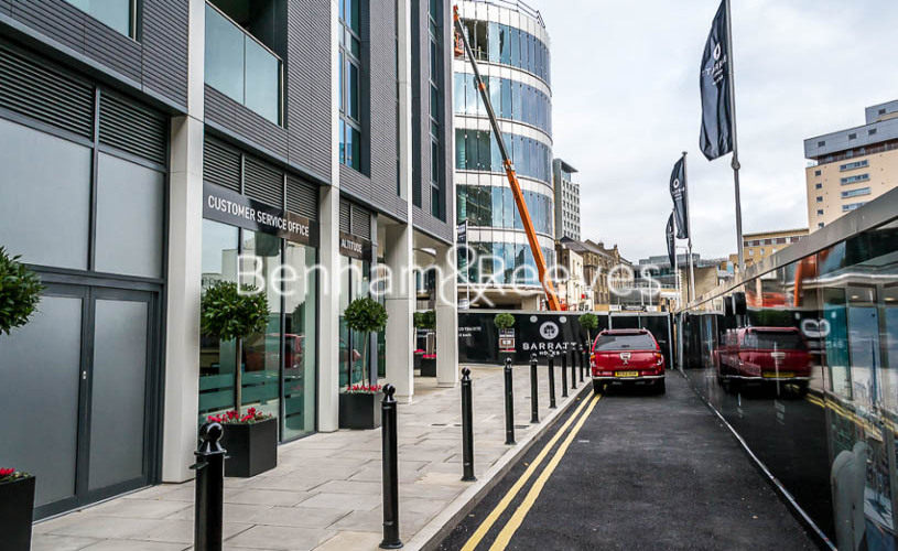 1 bedroom(s) flat to rent in Altitude Point, Aldgate East, E1-image 8