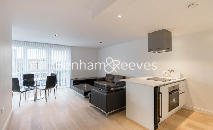 1 bedroom(s) flat to rent in Courtyard Apartments, Avantgarde, E1-image 1