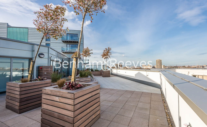 1 bedroom(s) flat to rent in Courtyard Apartments, Avantgarde, E1-image 9