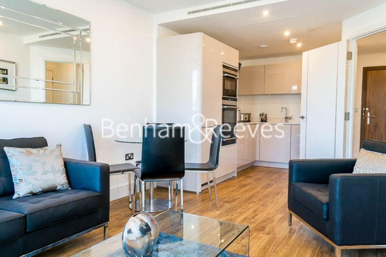 1 bedroom(s) flat to rent in Altitude Point, Aldgate East, E1-image 2
