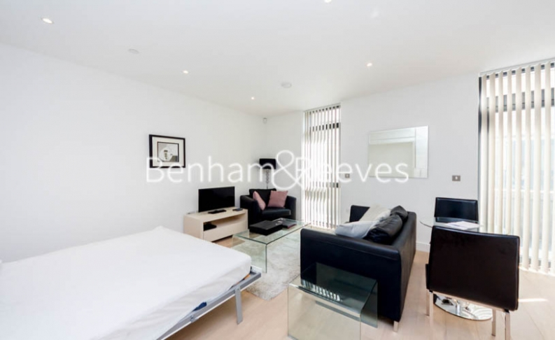 Studio flat to rent in Commercial Street, Aldgate East, E1-image 2