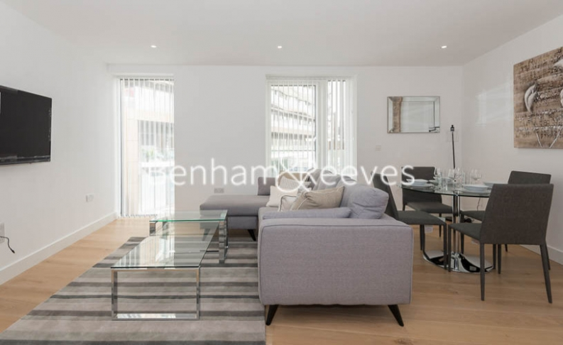 1 bedroom(s) flat to rent in Admiralty House, London Dock, Vaughan Way, E1W-image 1