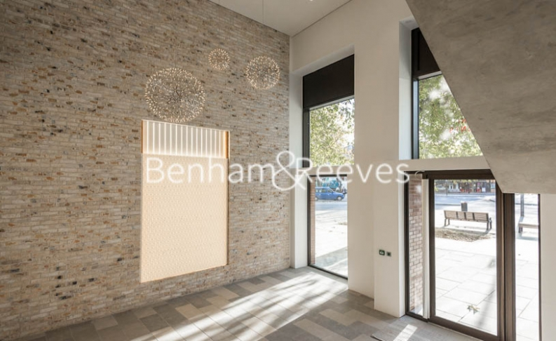 3 bedroom(s) flat to rent in Delphini Apartments, Blackfriars Circus, SE1-image 9