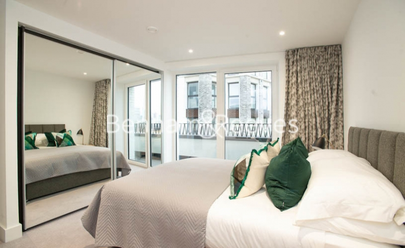 3 bedroom(s) flat to rent in Delphini Apartments, Blackfriars Circus, SE1-image 12