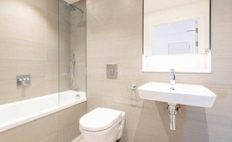 2 bedroom(s) flat to rent in Luxe Tower, Ordnance, Dock Street, E1-image 4