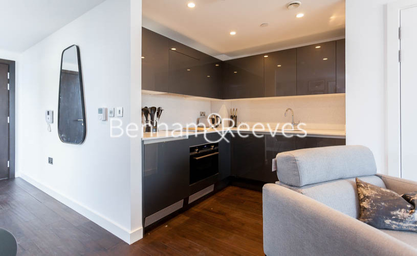Studio flat to rent in Lavender Place, Royal Mint Gardens, E1-image 2