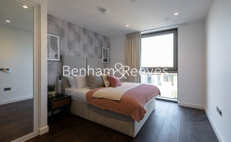 3 bedroom(s) flat to rent in Rosemary Building, Royal Mint Gardens, E1-image 16