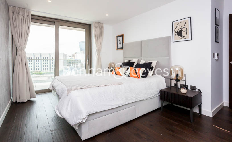 1 bedroom(s) flat to rent in Rosemary Building, Royal Mint Gardens, E1-image 4