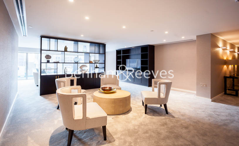 1 bedroom(s) flat to rent in Rosemary Building, Royal Mint Gardens, E1-image 2