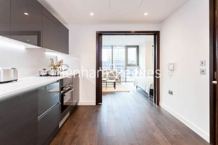 Studio flat to rent in Rosemary Building, Royal Mint Gardens, E1-image 2