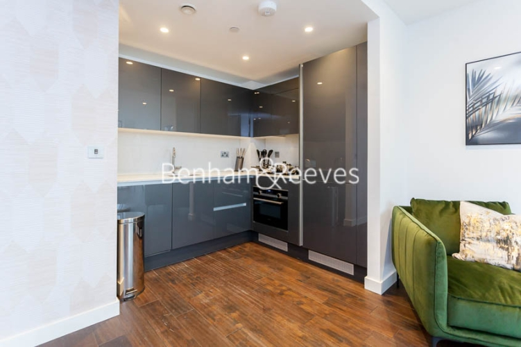 1 bedroom(s) flat to rent in Royal Mint Street, Tower Hill, E1-image 2