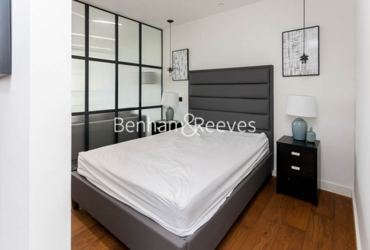 1 bedroom(s) flat to rent in Emery Wharf, Wapping, E1W-image 3