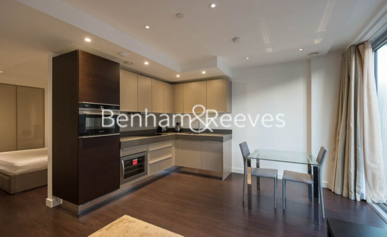 Studio flat to rent in Meranti House, Goodmans Fields, Alie Street, E1-image 2