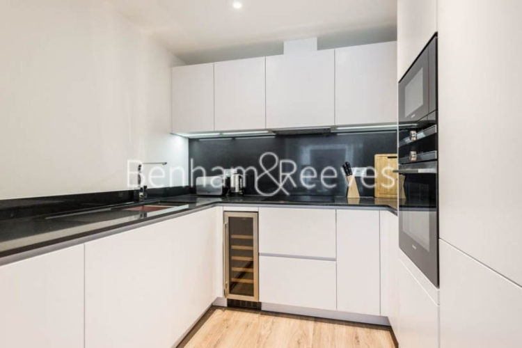 1 bedroom(s) flat to rent in Satin House, Goodmans Fields, Canter Way, E1-image 2