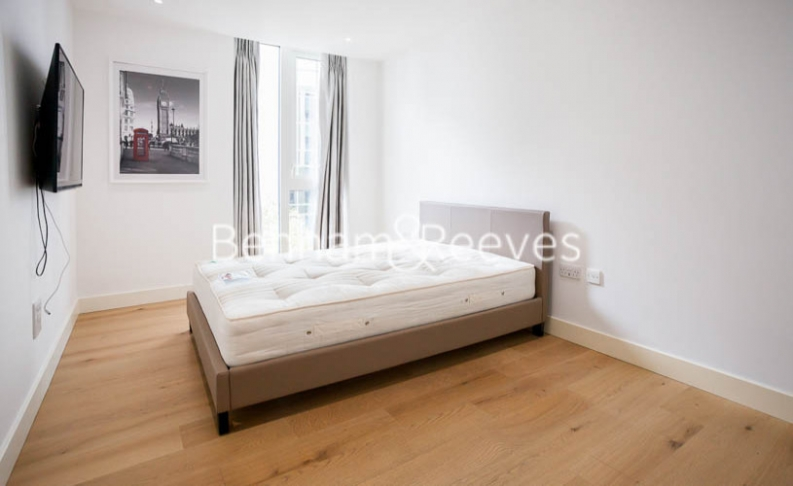 2 bedroom(s) flat to rent in Admiralty House, London Dock, Vaughan Way, E1W-image 3