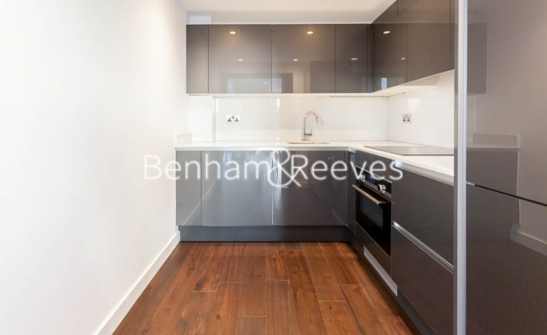 1 bedroom(s) flat to rent in Rosemary Place, Royal Mint Gardens, E1-image 2