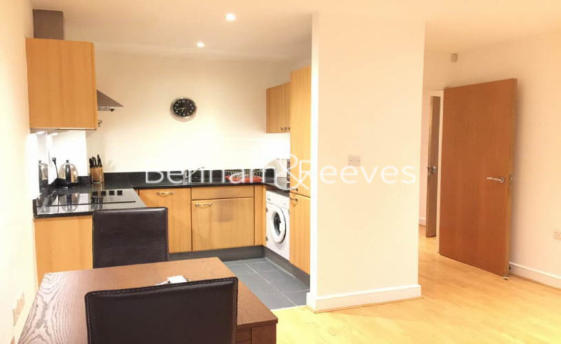 1 bedroom(s) flat to rent in Morton Close, Shadwell, E1-image 2