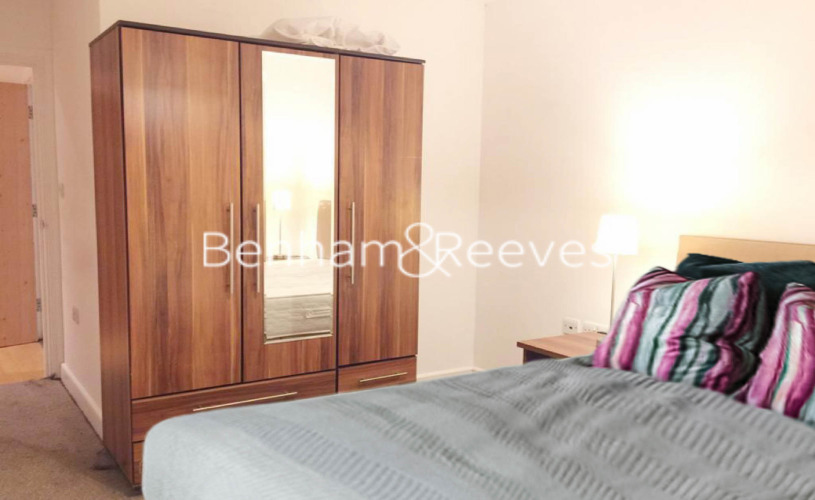 1 bedroom(s) flat to rent in Morton Close, Shadwell, E1-image 3