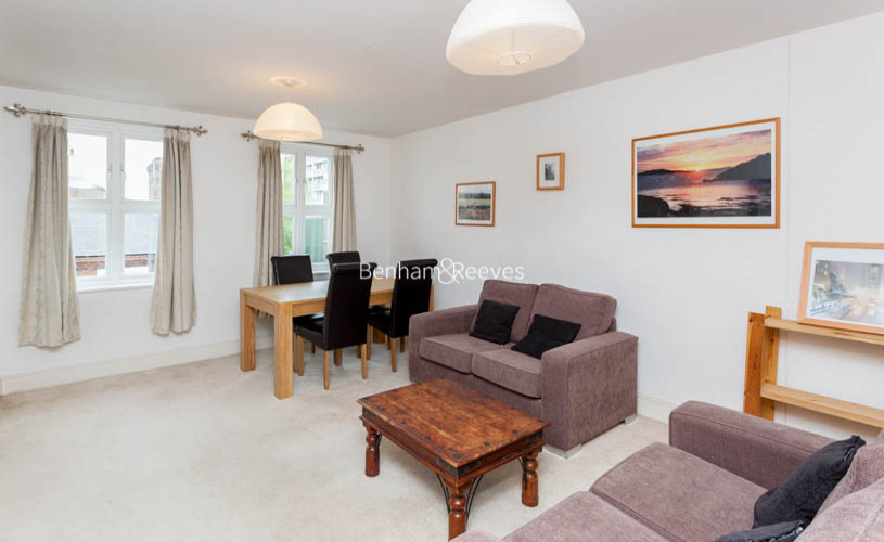 2 bedroom(s) flat to rent in Buckfast Street, Bethnal Green, E2-image 2