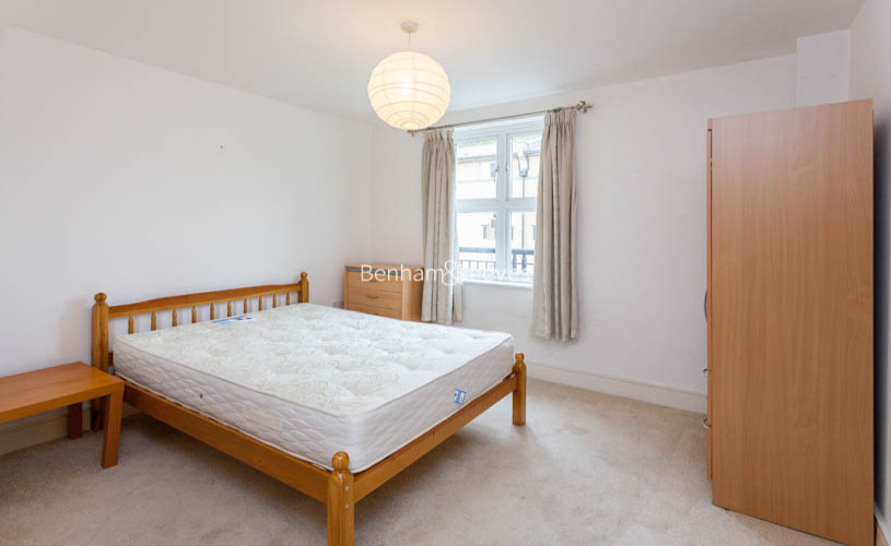 2 bedroom(s) flat to rent in Buckfast Street, Bethnal Green, E2-image 4