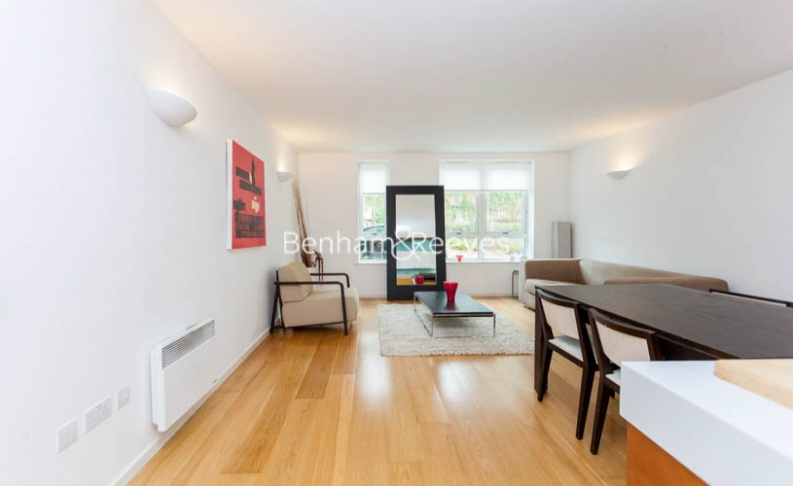 1 bedroom(s) flat to rent in Hillcrest Road, South Woodford, E18-image 1