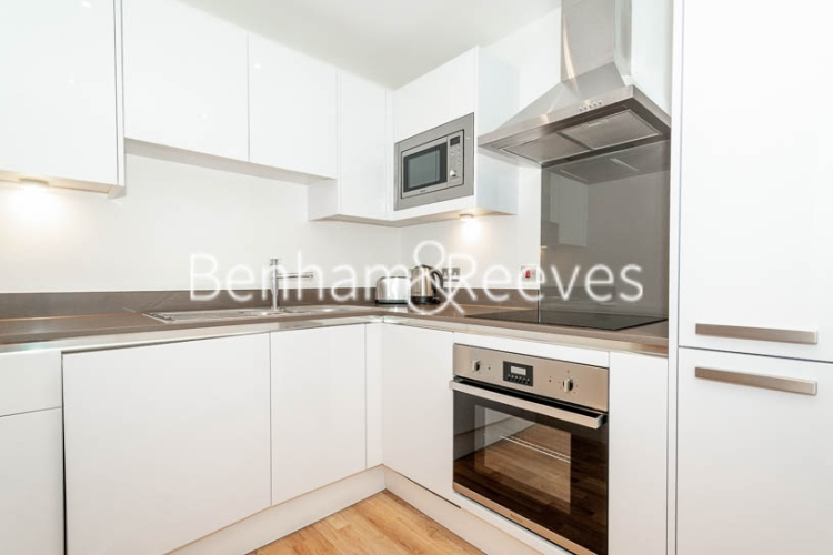 1 bedroom(s) flat to rent in Admirals Tower, Greenwich, SE10-image 2