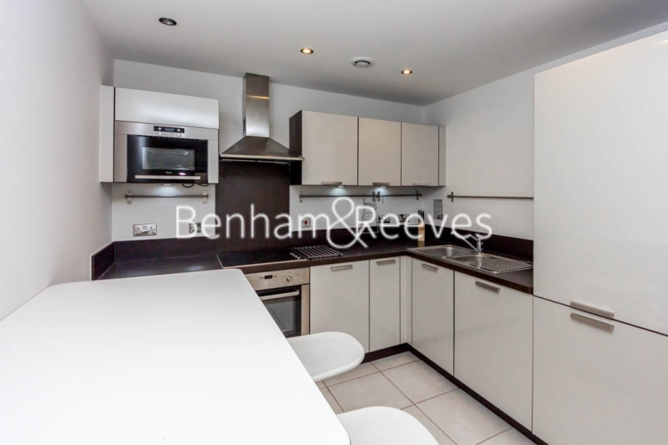1 bedroom(s) flat to rent in Fairmont house, Canada Water, SE16-image 2