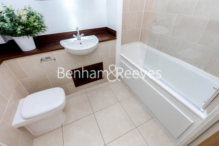 1 bedroom(s) flat to rent in Fairmont house, Canada Water, SE16-image 4