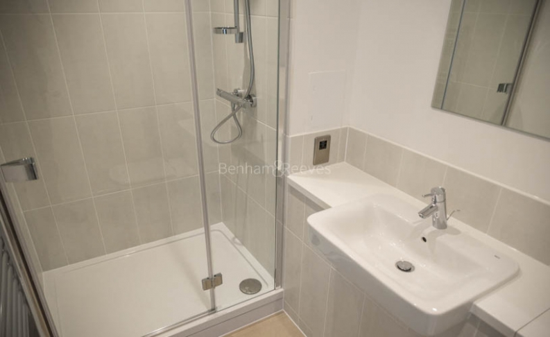 2 bedroom(s) flat to rent in Babbage Point, Surrey Quays, SE10-image 6