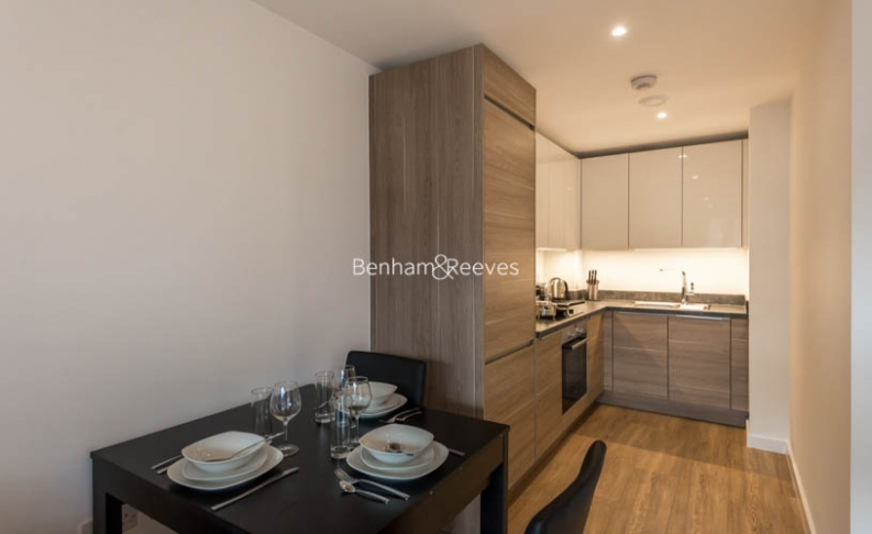 1 bedroom(s) flat to rent in Whiting Way, Surrey Quays, SE16-image 2