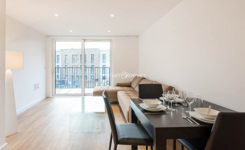1 bedroom(s) flat to rent in Whiting Way, Surrey Quays, SE16-image 3