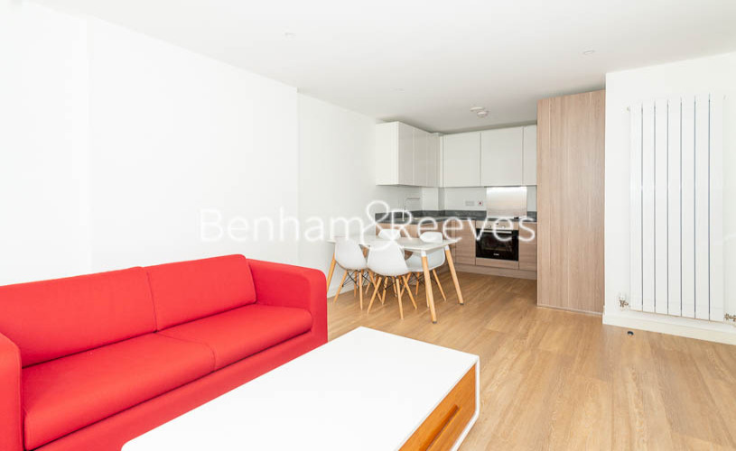 1 bedroom(s) flat to rent in Whiting Way, Surrey Quays, SE16-image 1