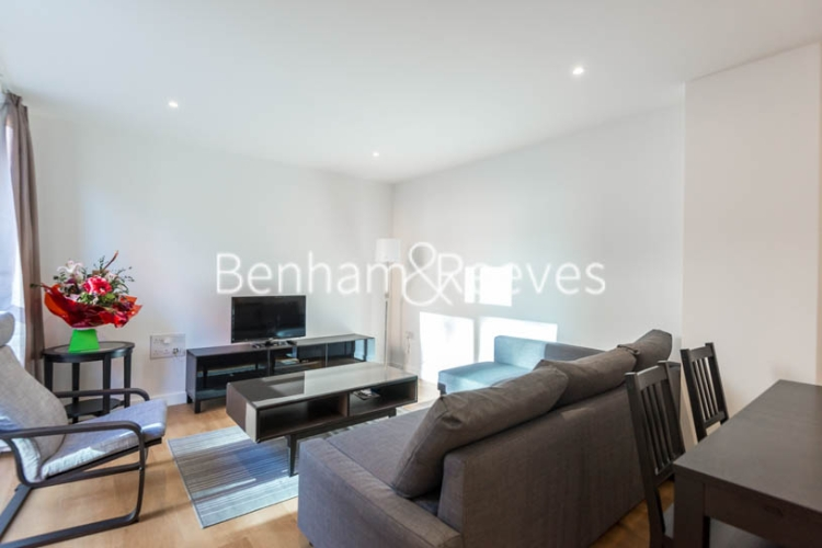 2 bedroom(s) flat to rent in Royal Victoria Gardens, Whiting Way, SE16-image 1