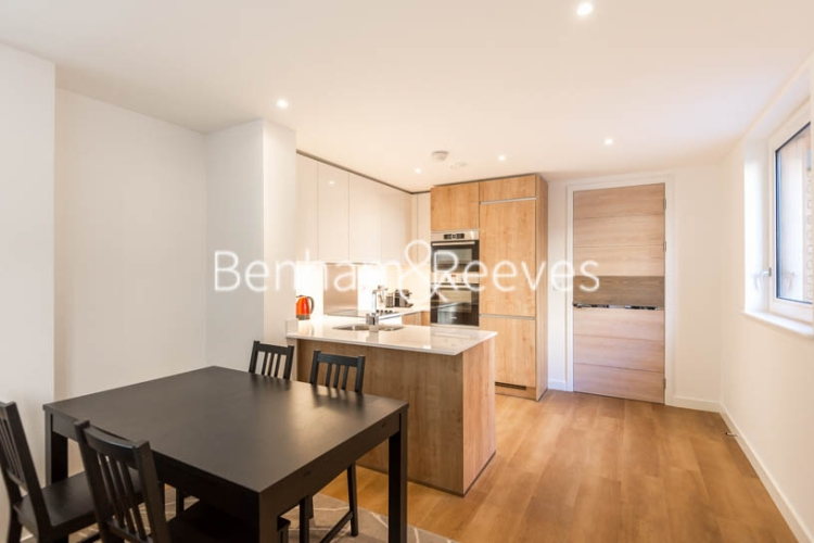 2 bedroom(s) flat to rent in Royal Victoria Gardens, Whiting Way, SE16-image 3
