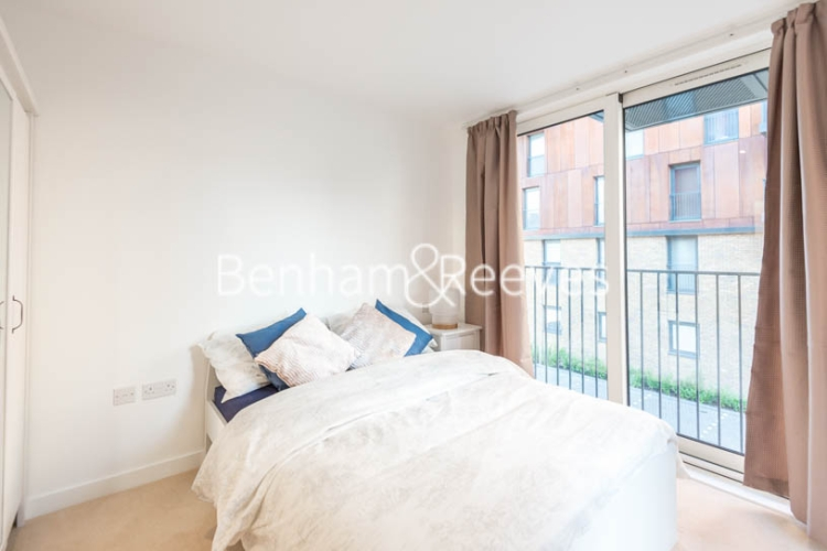 2 bedroom(s) flat to rent in Royal Victoria Gardens, Whiting Way, SE16-image 4