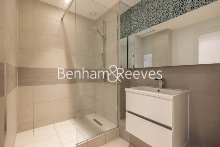 2 bedroom(s) flat to rent in Royal Victoria Gardens, Whiting Way, SE16-image 5