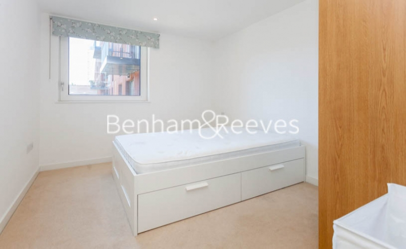 2 bedroom(s) flat to rent in Whiting Way, Surrey Quays, SE16-image 1