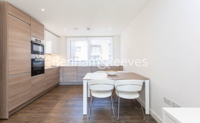 2 bedroom(s) flat to rent in Whiting Way, Surrey Quays, SE16-image 2
