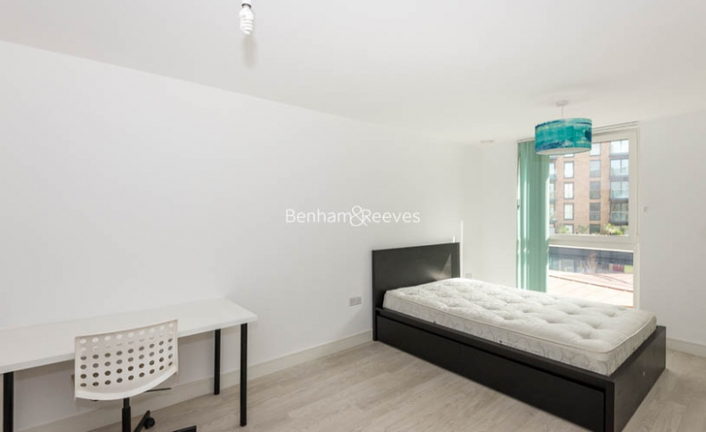 2 bedroom(s) flat to rent in Norlem Court, Surrey Quays, SE8-image 4