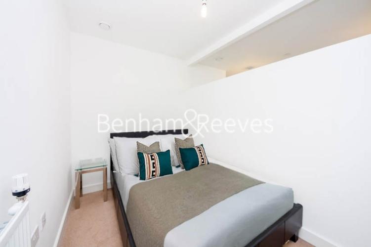 1 bedroom(s) flat to rent in Cornmill Lane, Surrey Quays, SE13-image 3