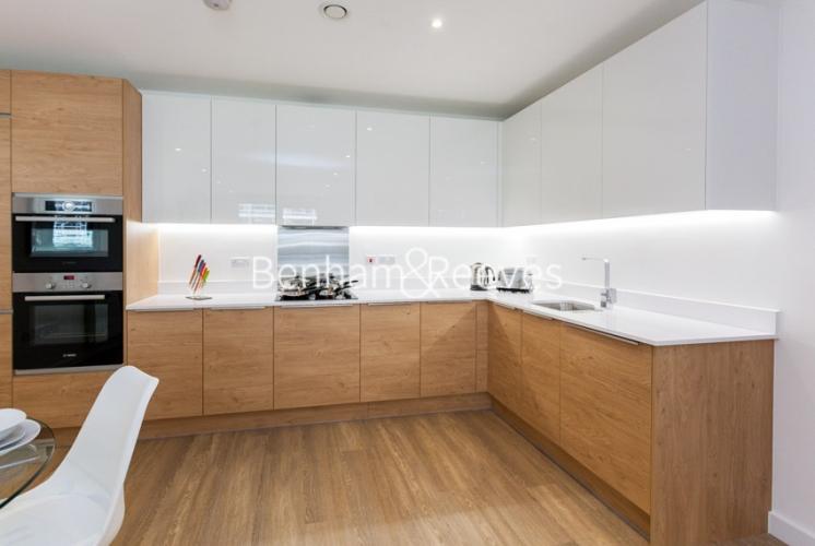 3 bedroom(s) flat to rent in Ashton Reach, Surrey Quays, SE16-image 2